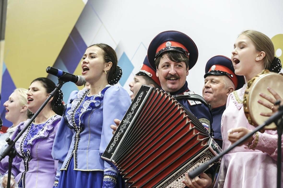 Губернатор наградил начальника отдела потребительского рынка Администрации Новошахтинска, фото-1