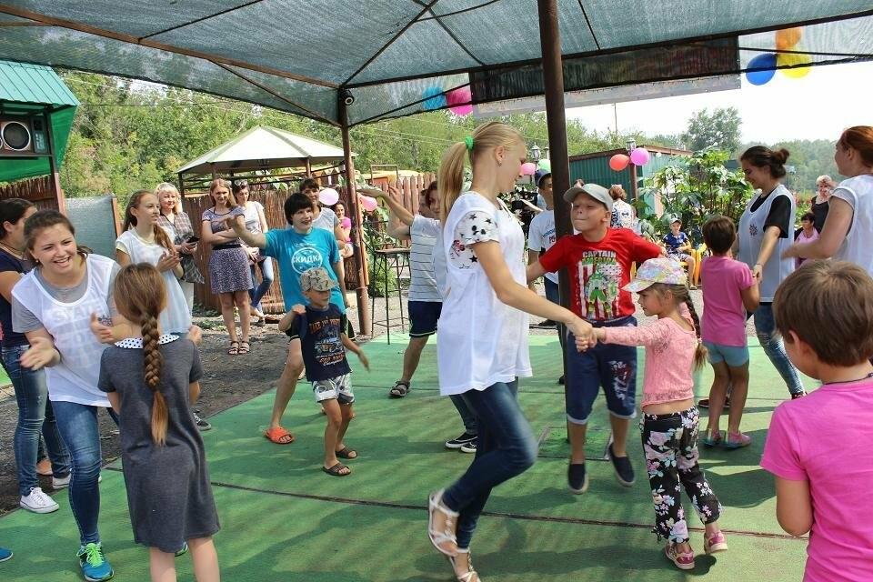В Новошахтинске стартовала выездная Летняя школа для принимающих семей, фото-1