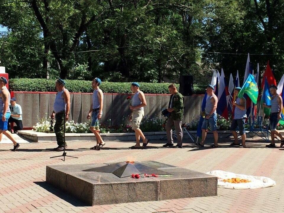 В Новошахтинске прошел митинг, посвященный Дню воздушно-десантных войск, фото-2