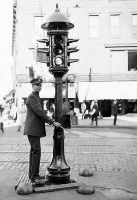 Жителям Новошахтинска напомнили о важности светофора, фото-2