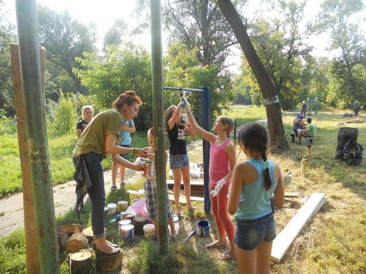 Новошахтинцы помогли сделать детскую площадку, фото-4