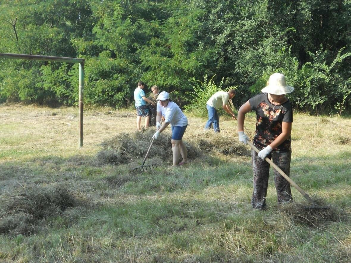 Новошахтинцы помогли сделать детскую площадку, фото-3