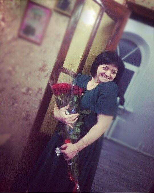 Жительниц Новошахтинска поздравляют с Днём матери, фото-1