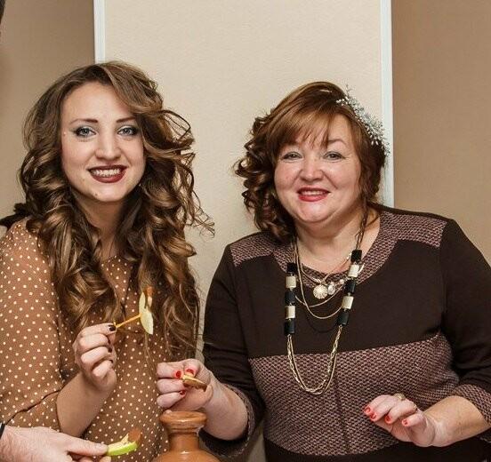 Жительниц Новошахтинска поздравляют с Днём матери, фото-3