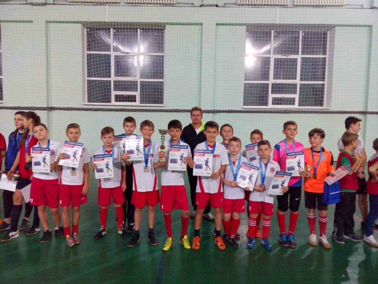 Женская футбольная команда Новошахтинска впервые участвовала в областном этапе Всероссийского турнира, фото-1