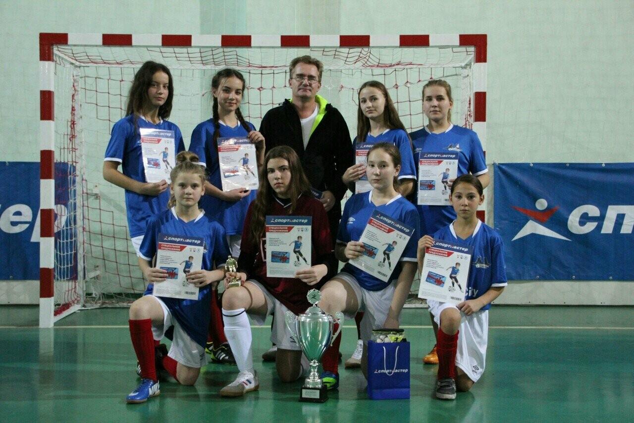 Женская футбольная команда Новошахтинска впервые участвовала в областном этапе Всероссийского турнира, фото-2