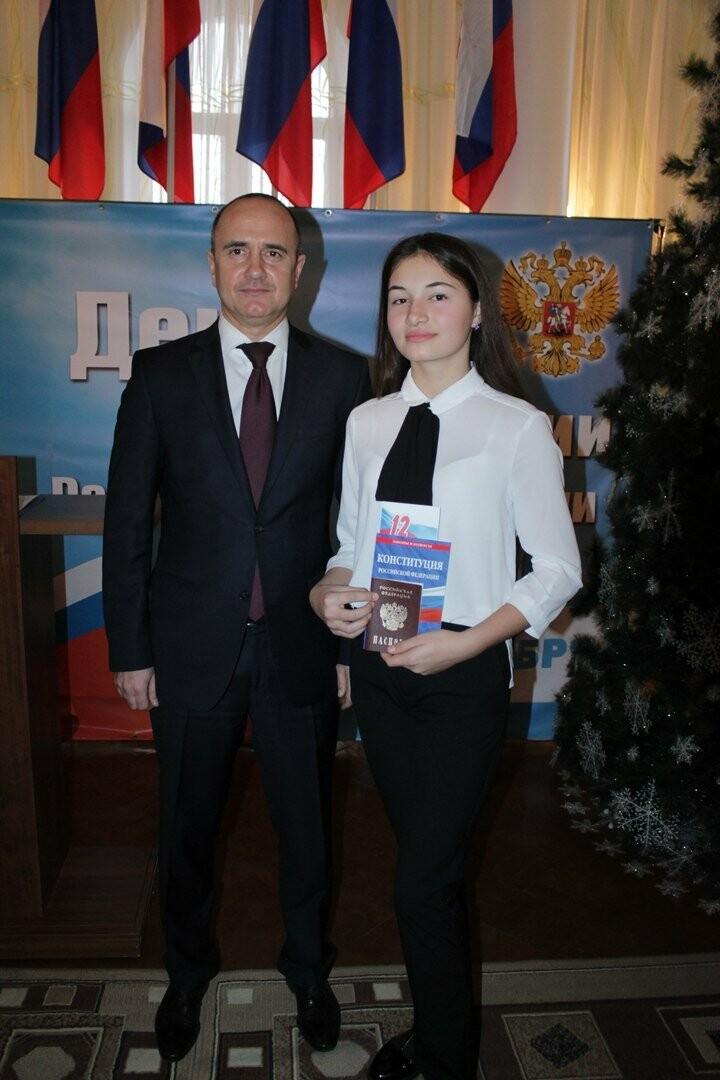 Юные новошахтинцы получили главный документ гражданина России, фото-3