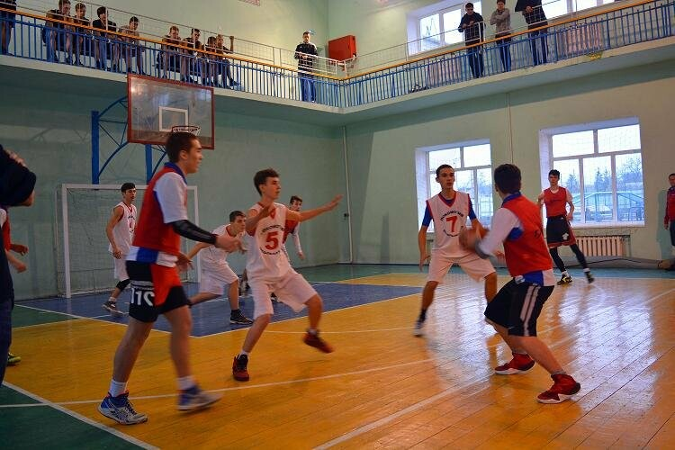 Среди школьников Новошахтинска определили лучшую баскетбольную команду, фото-1