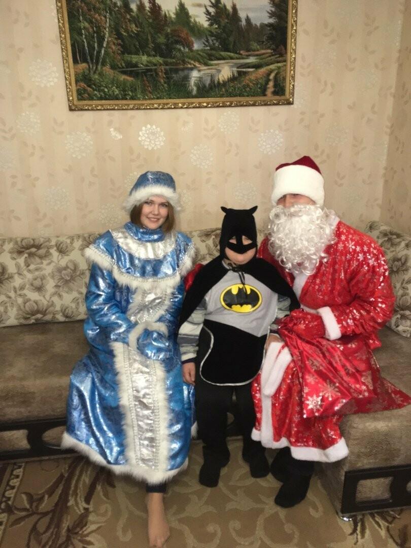 Дед Мороз и Снегурочка посетили особенных детей Новошахтинска , фото-2