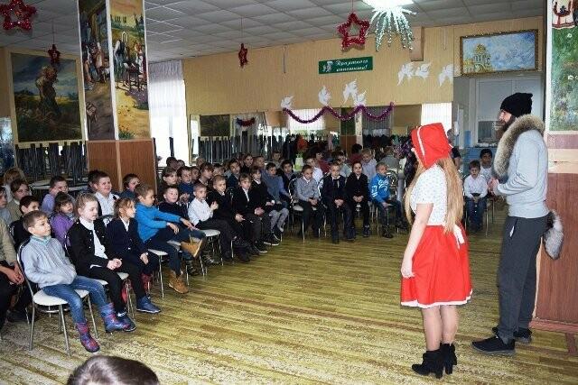 Студенты-волонтёры Новошахтинска поздравили детей, находящихся в больницах, фото-4