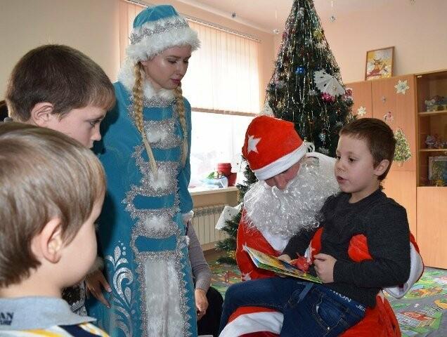 Студенты-волонтёры Новошахтинска поздравили детей, находящихся в больницах, фото-1