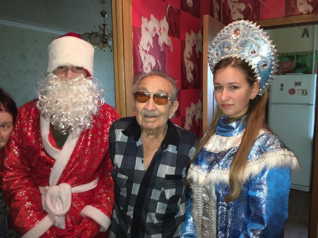 Ветеранов ВОВ Новошахтинска поздравили с наступающими новогодними праздниками, фото-2