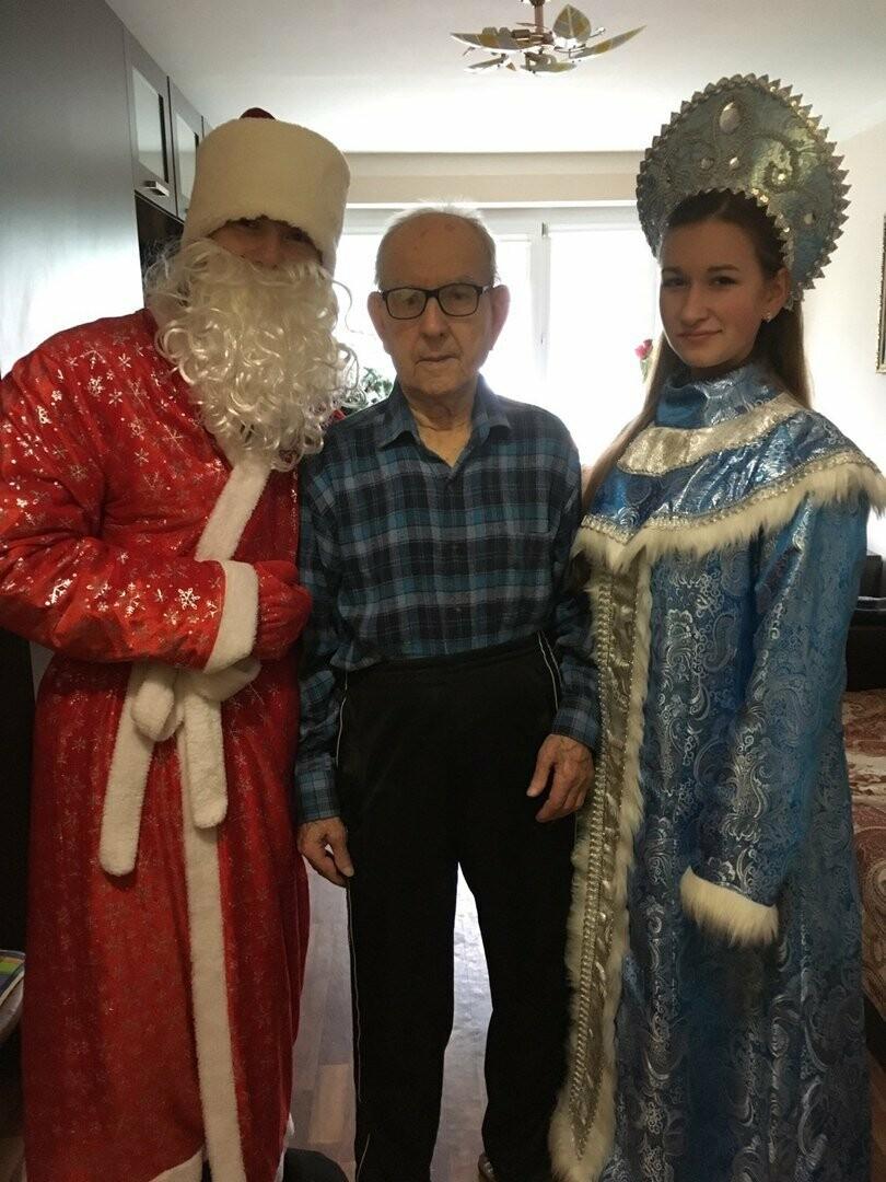 Ветеранов ВОВ Новошахтинска поздравили с наступающими новогодними праздниками, фото-1