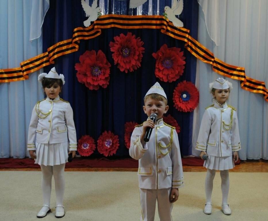 Юные новошахтинцы вспомнили героев ВОВ, исполнили патриотические песни и попробовали солдатскую кашу, фото-1
