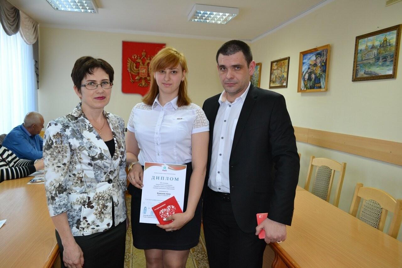 В Новошахтинске наградили победителей и призеров городского конкурса «Защита прав потребителей глазами молодого поколения», фото-2