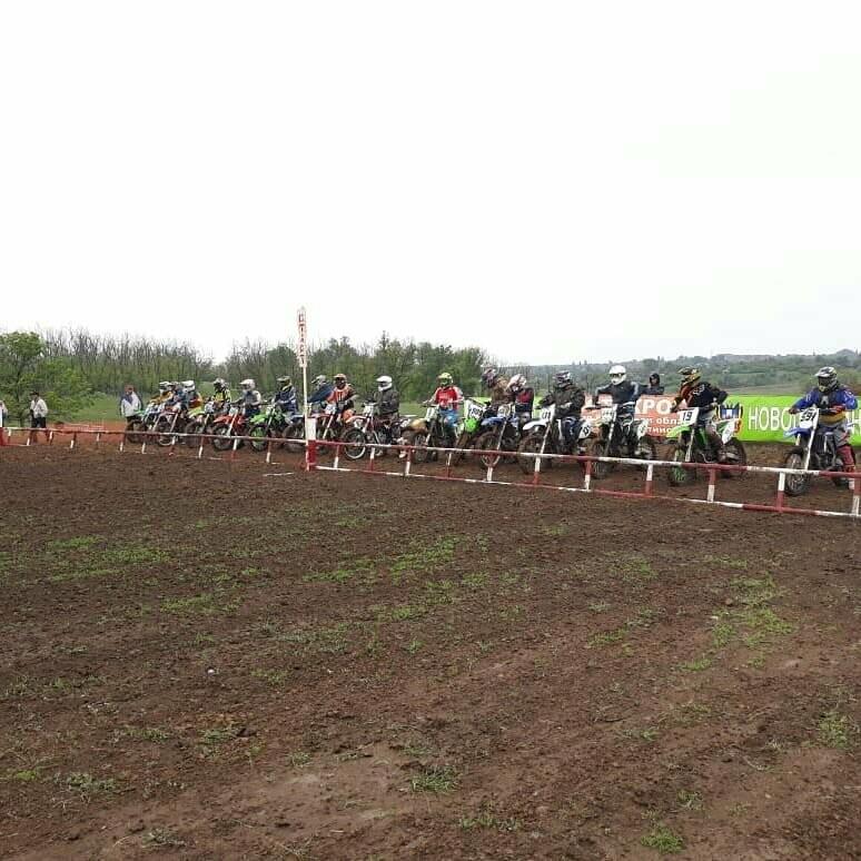 Рёв моторов и адреналин: в Новошахтинске прошли соревнования по моторкоссу, фото-1