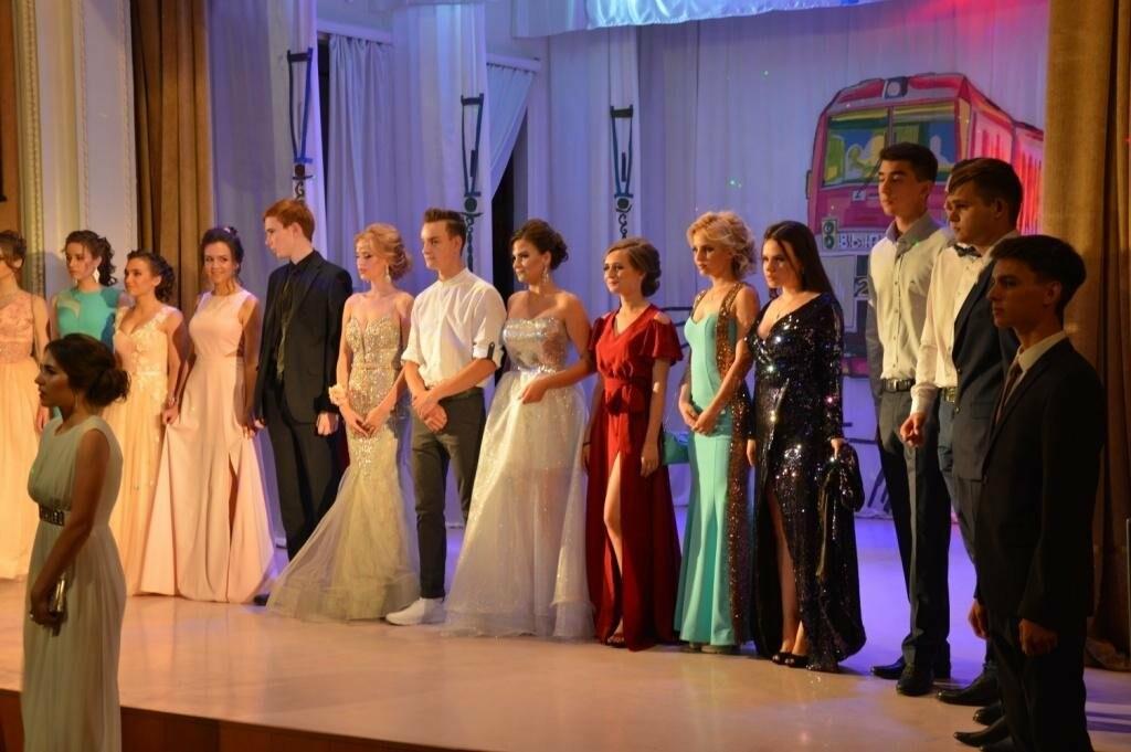 В Новошахтинске прошёл выпускной бал, фото-1