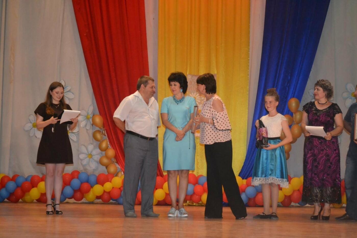 Юбиляров семейной жизни в Новошахтинске наградили знаком губернатора, фото-1