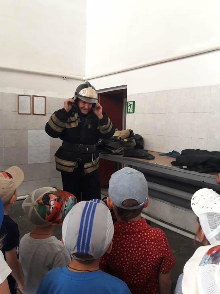 Юных новошахтинцев познакомили с важной профессией - пожарный, фото-1