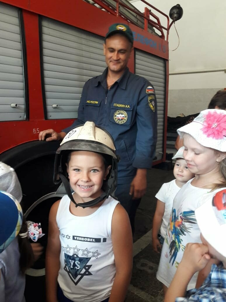 Юных новошахтинцев познакомили с важной профессией - пожарный, фото-2