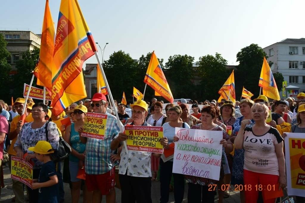Новошахтинцы приняли участие в митинге против пенсионной реформы в Шахтах, фото-3