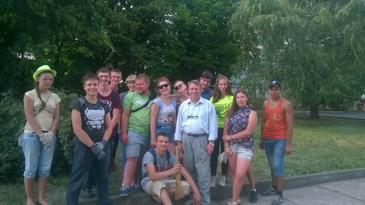 Православные добровольцы благоустраивают памятные места Новошахтинска, фото-2