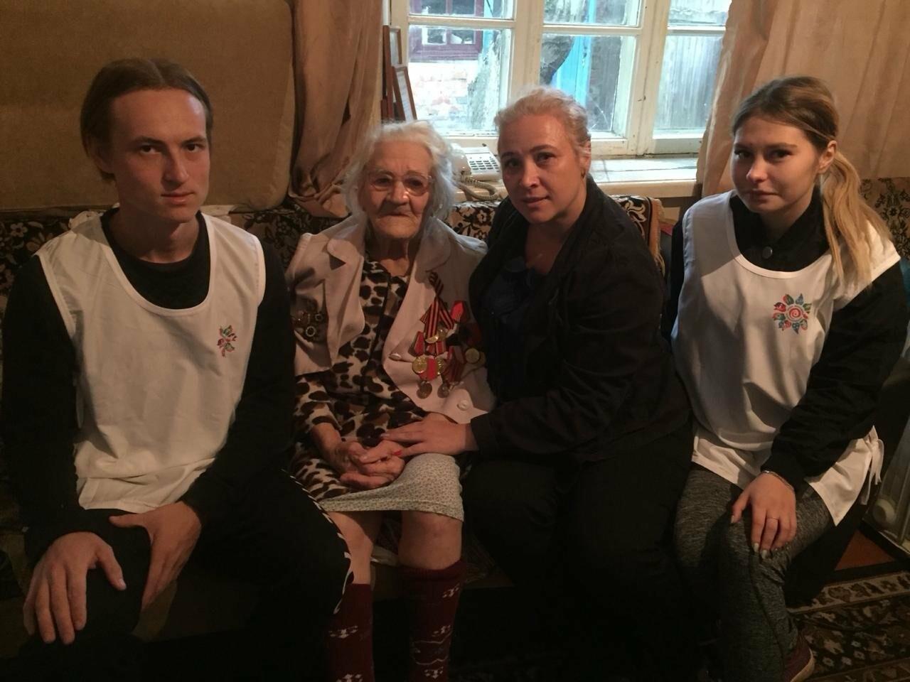 Новошахтинские волонтёры помогли ветеранам , фото-1