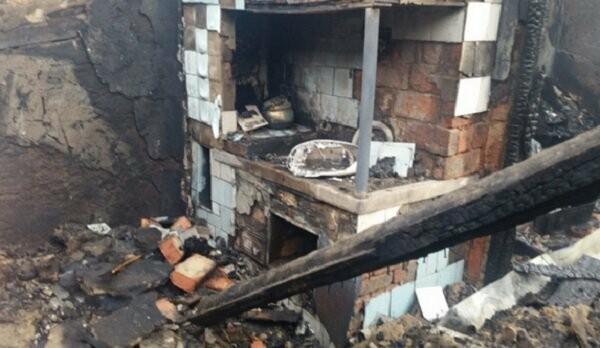 Шахтинские спасатели обнаружили тело 10-месячного ребёнка после пожара , фото-1