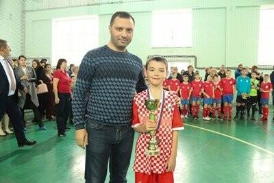 Юные футболисты Новошахтинска награждены медалями, фото-1