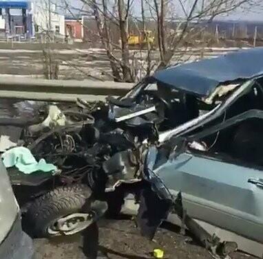 Машина «всмятку»: в Новошахтинске произошла страшная авария, фото-1