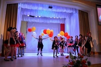 Мэр Новошахтинска поздравил женщин с наступающим праздником, фото-2