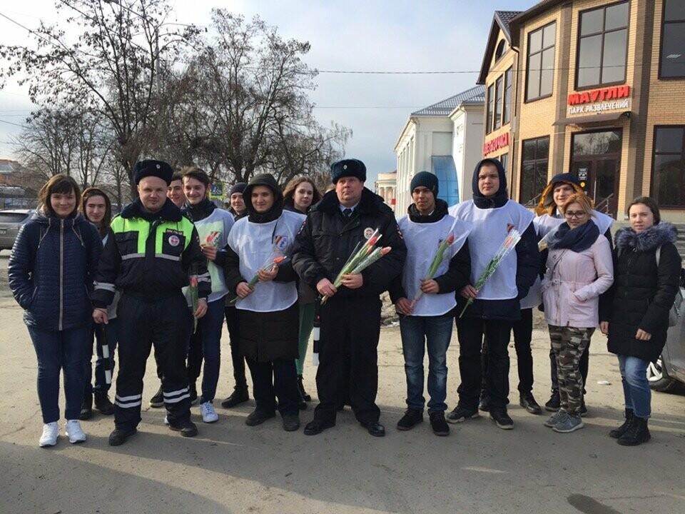 Полицейские Новошахтинска поздравили женщин , фото-1