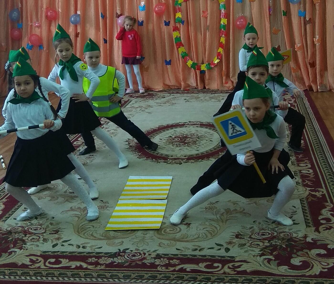 Детсадовцы Новошахтинска посетили реабилитационный центр и рассказали о ПДД, фото-1