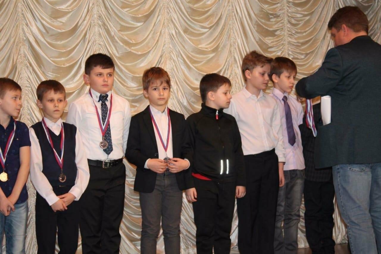 В Новошахтинске состоялся праздник футбола, посвященный 80-летию города, фото-1