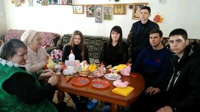 Новошахтинские волонтёры помогли ветерану труда, а студенты - пенсионерам, фото-1