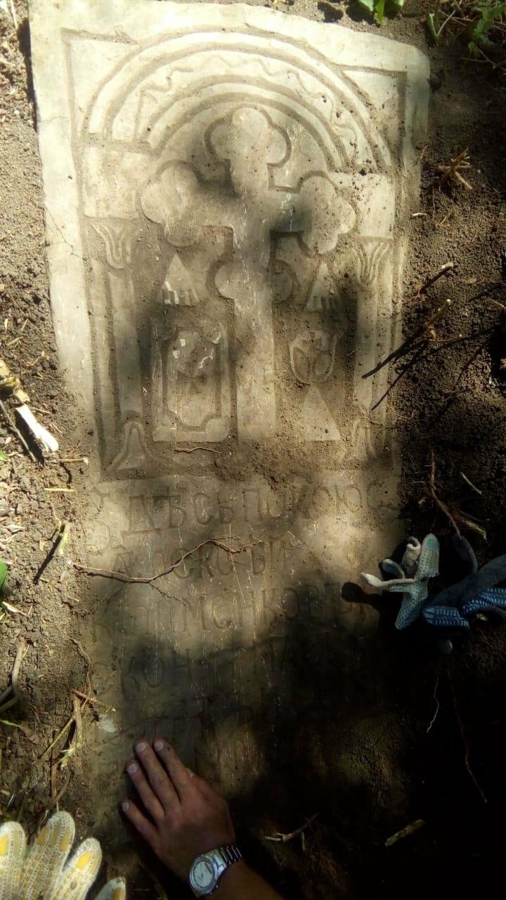 Казаки Новошахтинска провели уборку старых казачьих захоронений, фото-1