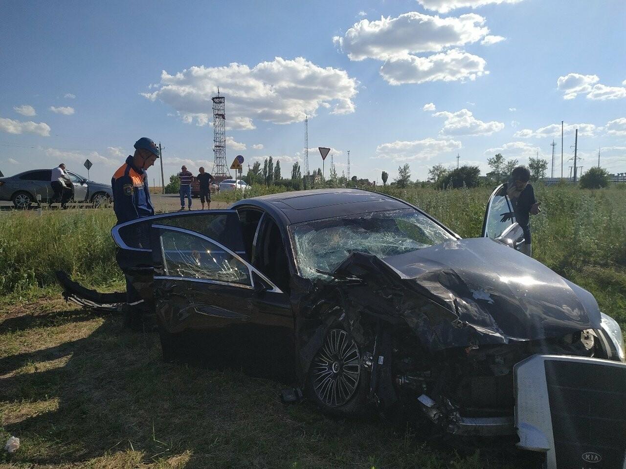 На трассе возле Новошахтинска произошла авария, фото-1