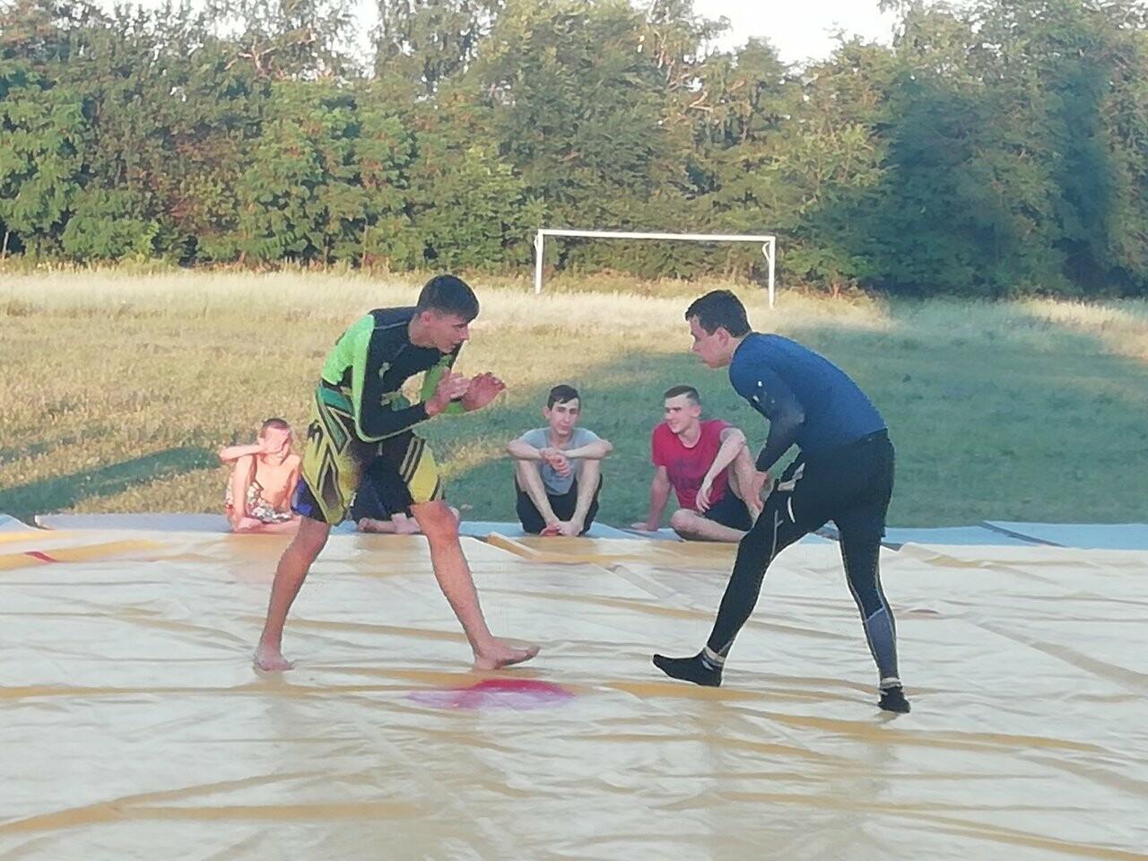 «Из улиц в спорт»: новошахтинцев приглашают на занятия по смешанным единоборствам, фото-2