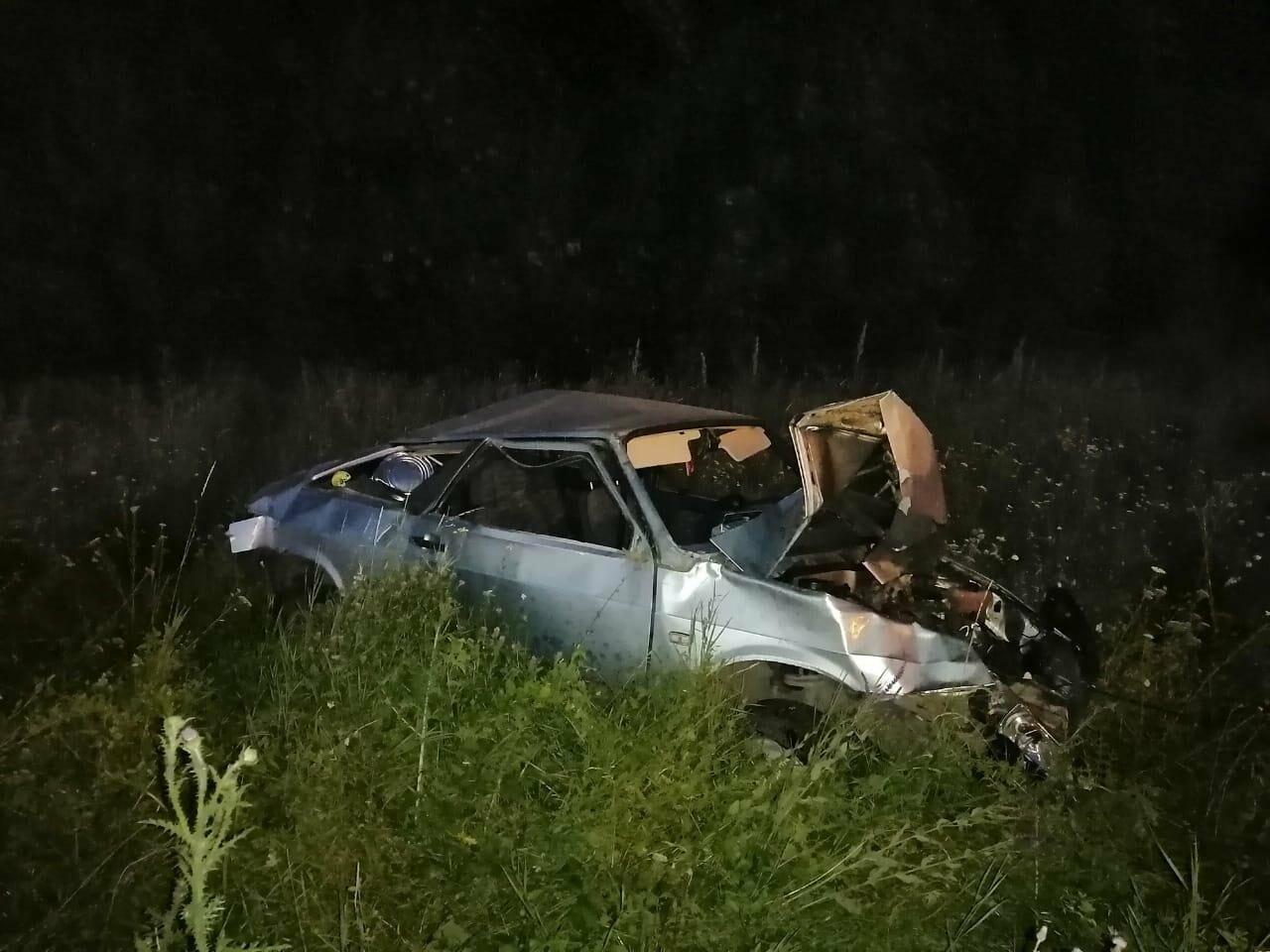 В Новошахтинске на трассе перевернулся ВАЗ-21083. Водитель ранен, пассажир погиб, фото-1