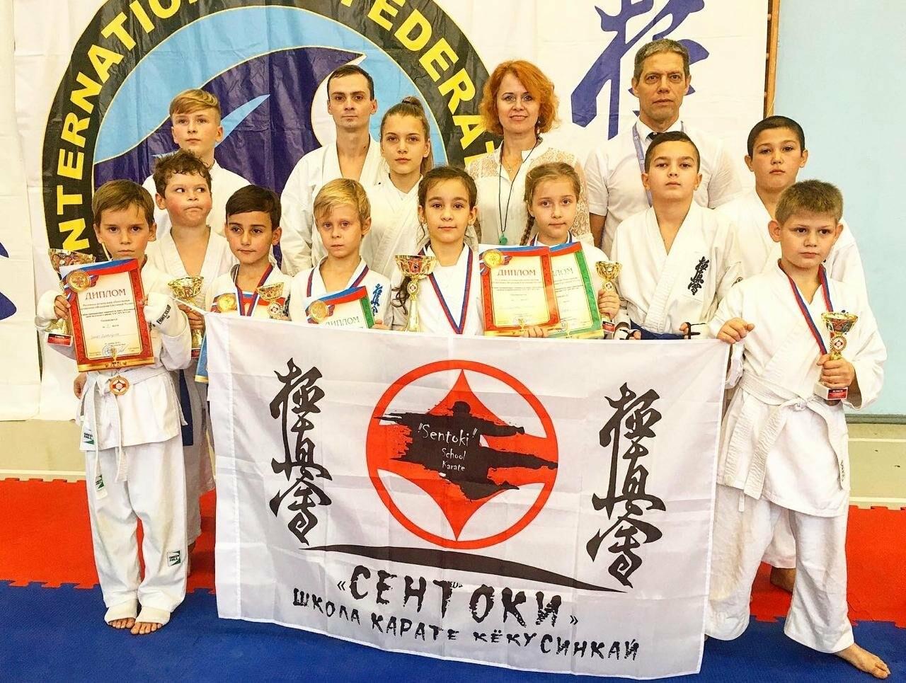 Новошахтинские каратисты стали победителями и призёрами соревнований, фото-1