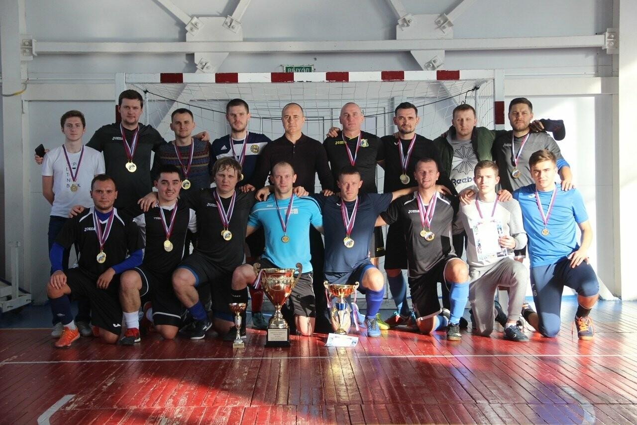 В Новошахтинске состоялись финальные матчи Кубка Главы Администрации города по мини-футболу, фото-1