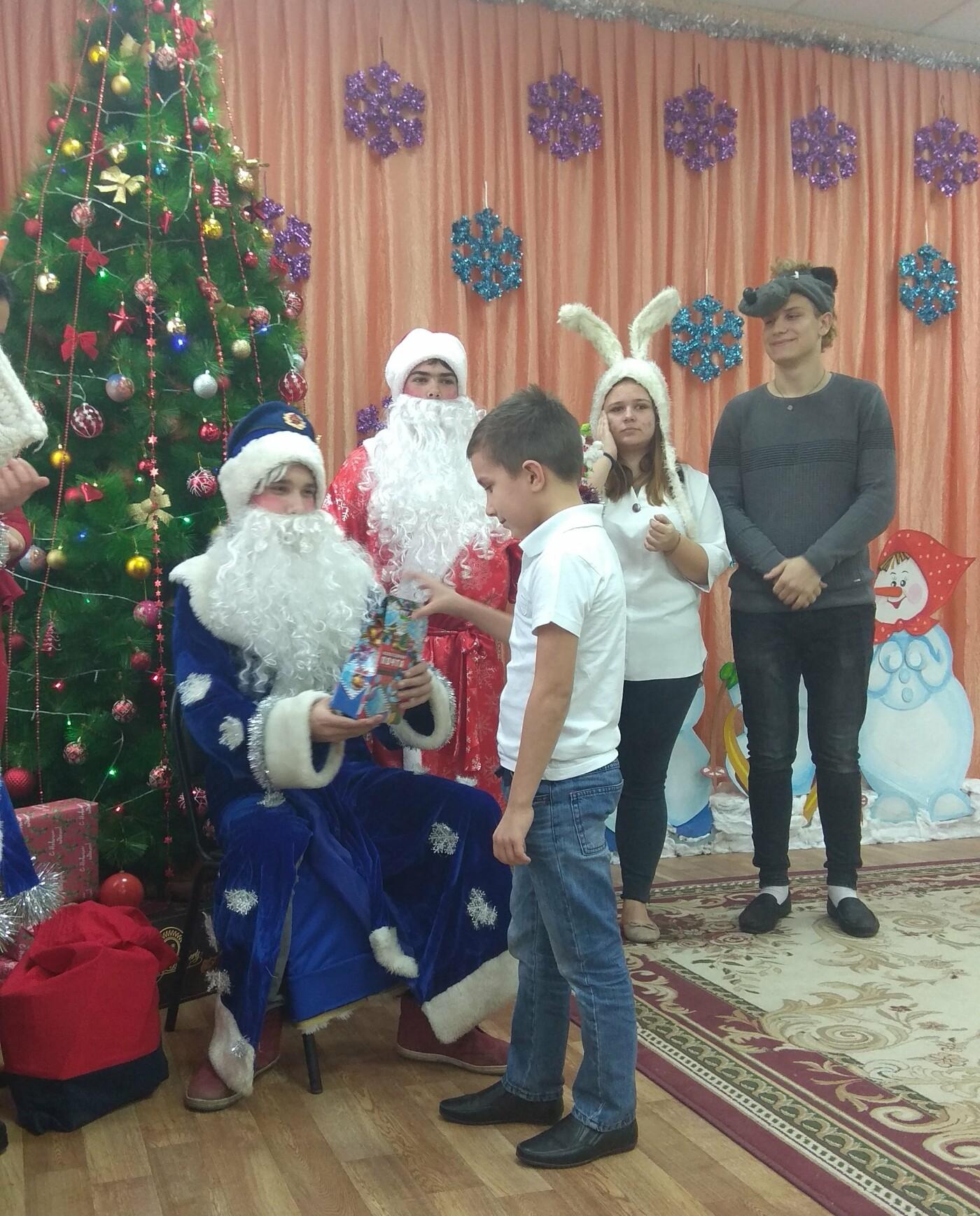 Студенты Новошахтинска посетили воспитанников социально-реабилитационного центра, фото-1