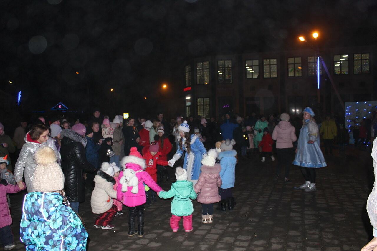 У главной городской елки Новошахтинска состоялись праздничные мероприятия, фото-1