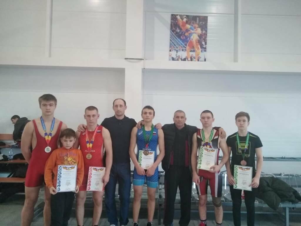 Борцы из Новошахтинска стали победителями и призёрами первенства , фото-1