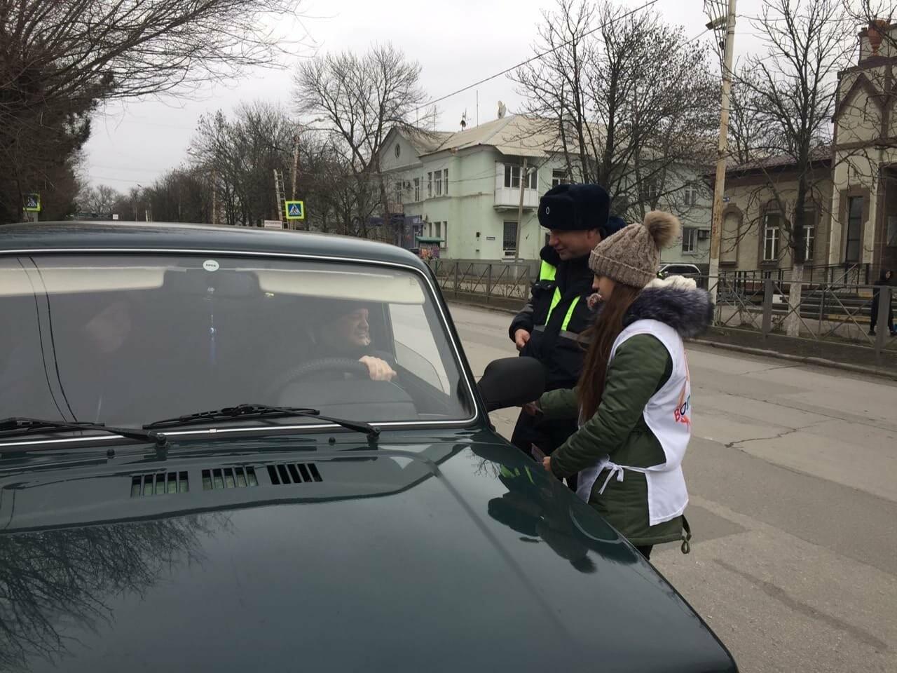 Автолюбителям Новошахтинска напомнили о правилах безопасности на дороге , фото-1