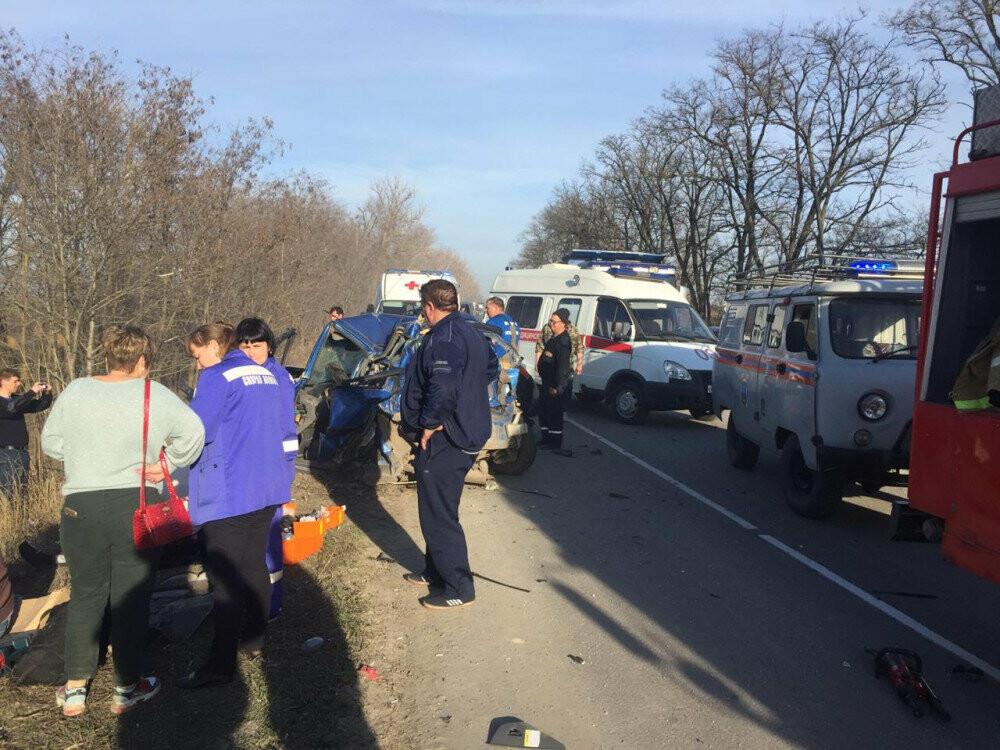 В массовой аварии на Дону погиб человек, несколько пострадали, фото-1