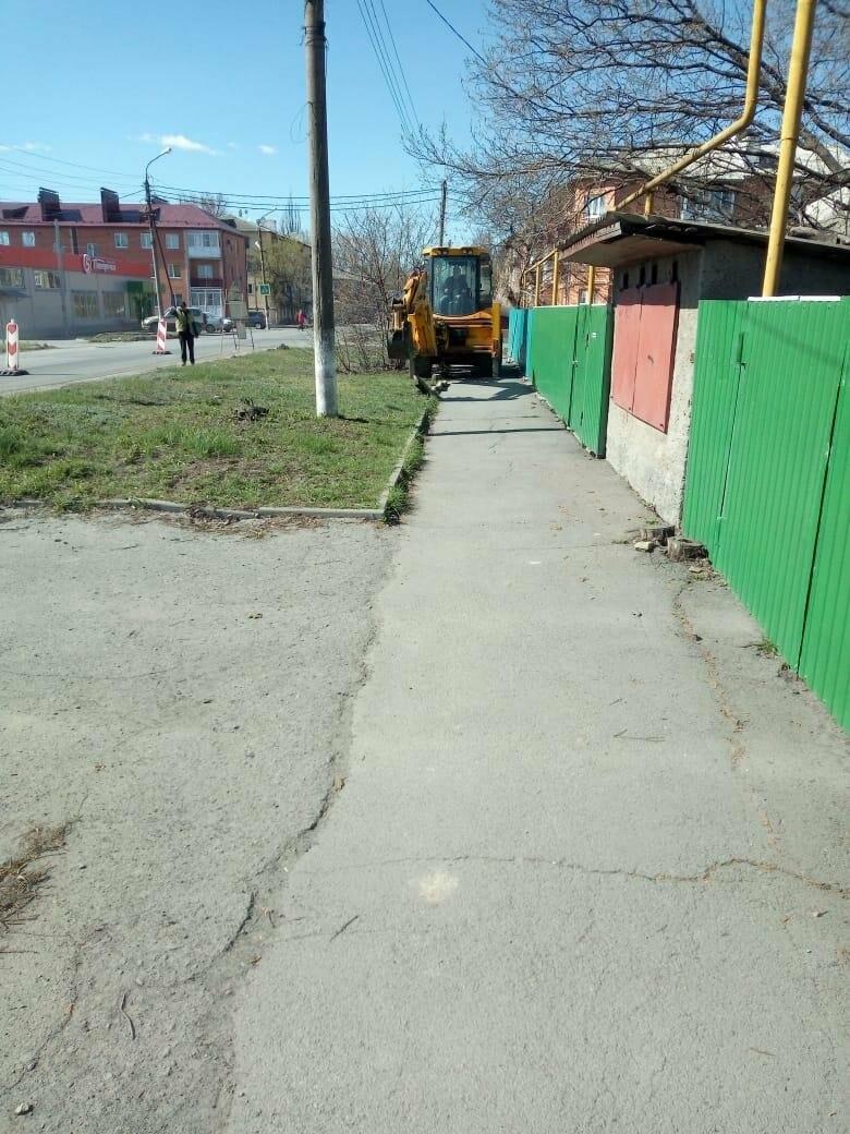 Новошахтинске начали ремонтировать дорогу по ул.Молодогвардейцев, фото-1