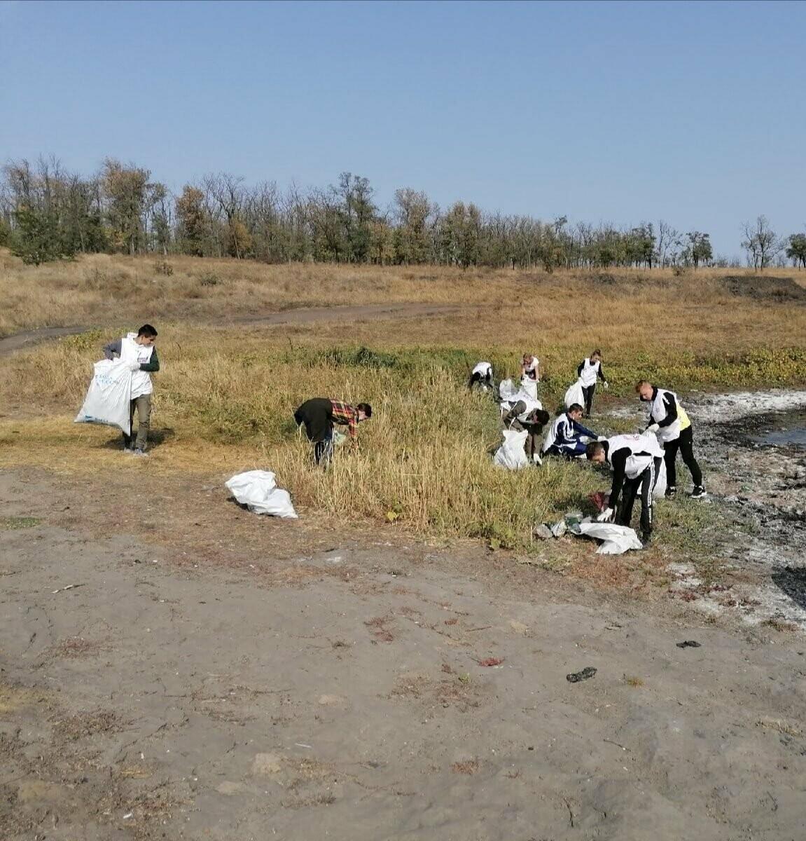 Волонтеры убрали за новошахтинцами 46 мешков мусора, фото-2