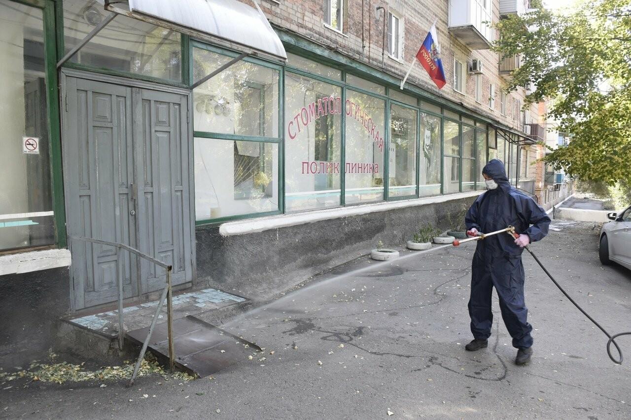 В Новошахтинске областные спасатели продезинфицировали медучреждения, фото-1