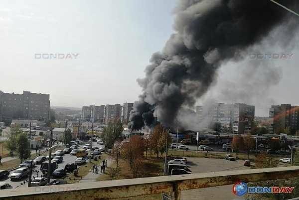 В Шахтах сгорел рынок, фото-1